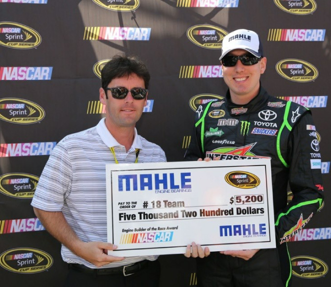 Brandon Suggs presents MAHLE award to Kyle Busch
